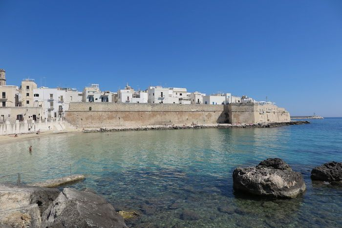 南イタリア「モノポリ」で旧市街散策とアドリア海を楽しむ旅