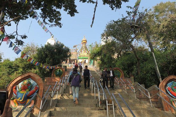 丘の上の仏塔「スワヤンブナート」