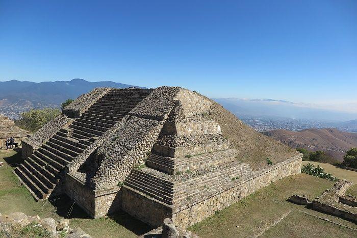 先住民族の古代遺跡「モンテアルバン」