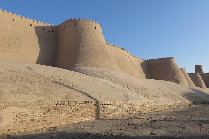 城壁に囲まれた町「ヒヴァ」でタイムスリップ