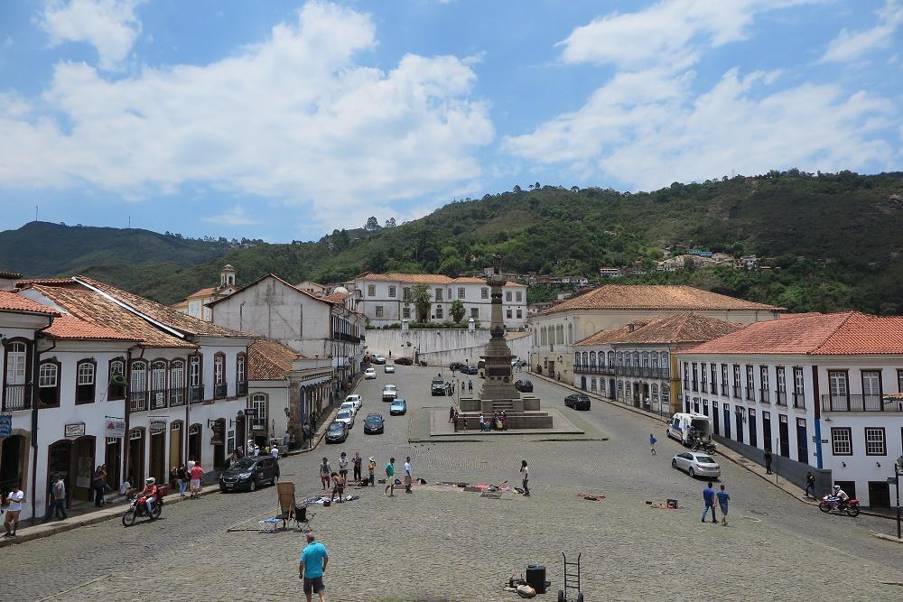 町の中心「チラデンテス広場」