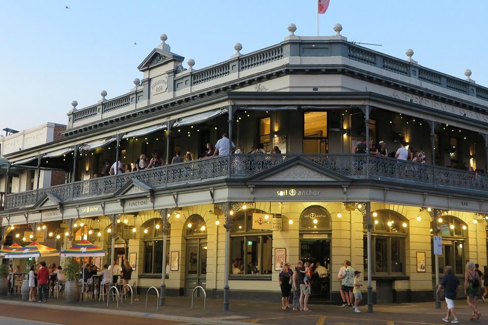 英国植民地時代の建物が並ぶ美しい街並み