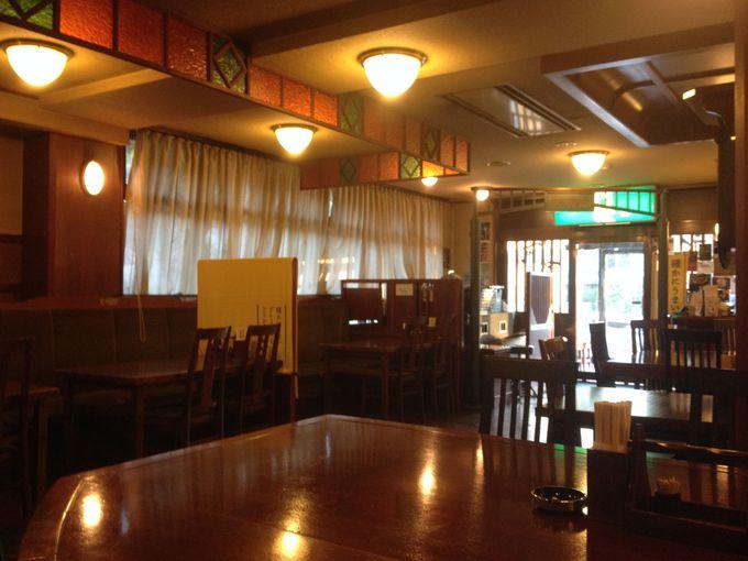 レトロ・モダンな1階レストラン・バー「文明館」