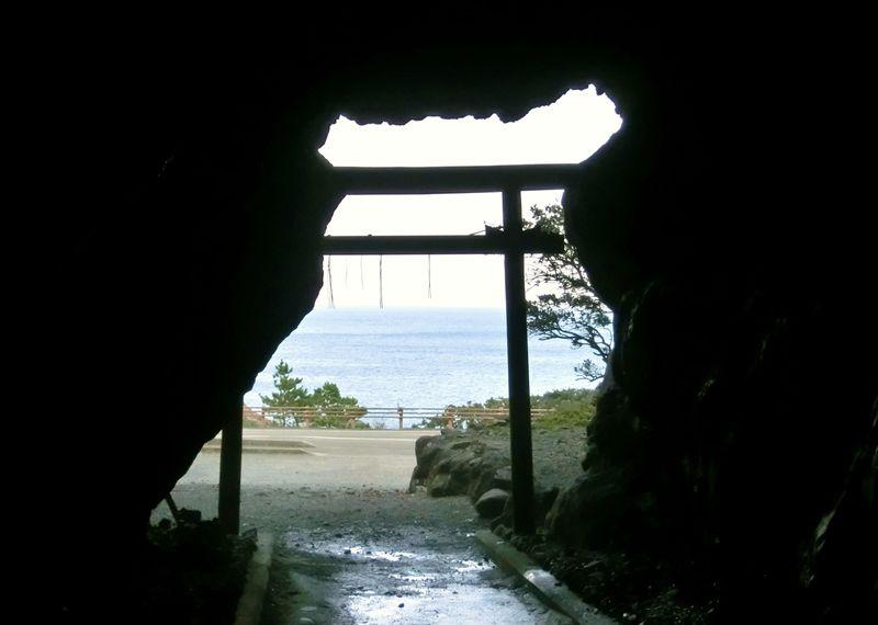 高知・室戸岬「御厨人窟」弘法大師・空海が開眼したパワースポット!