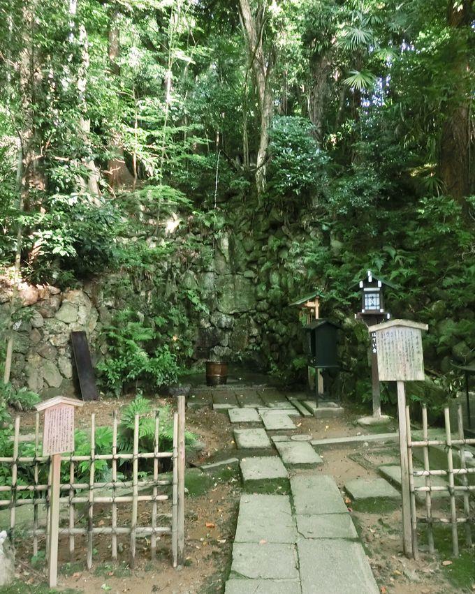 「平安の滝」と名水「八功徳水」