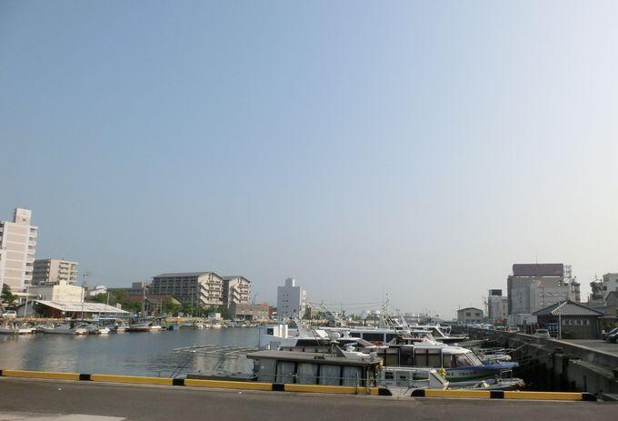 ホテル前には「高松港発祥の地・東浜港」