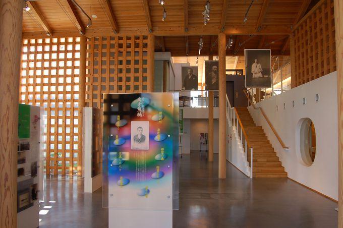 驚異「約8メートルの履歴書」と館内展示