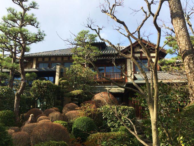 二つの展示室と「雅俗山荘」のフレンチ・レストラン