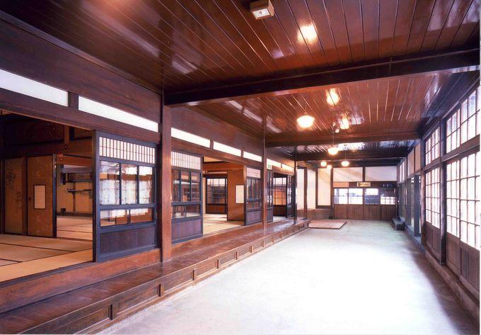 「太宰治記念館・斜陽館」の内部