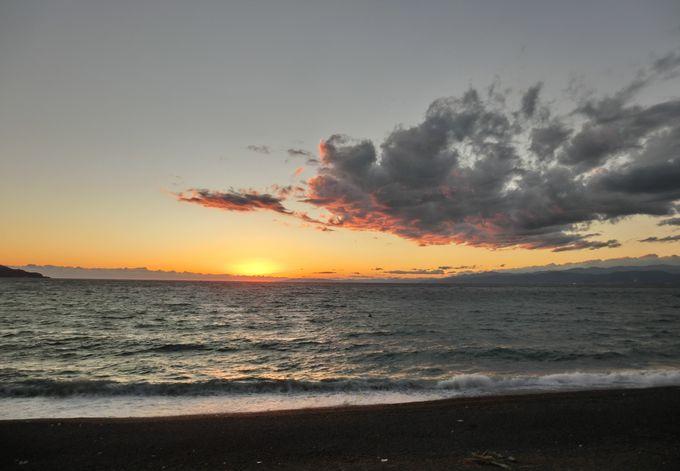 駿河湾の彼方に沈む夕陽