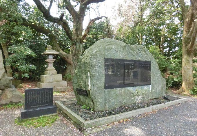 その重量・約30トン!日本では珍しい自然石の松尾芭蕉・句碑