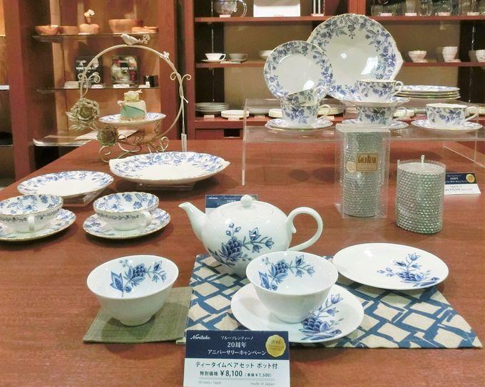 白と青とが織り成す更紗調の意匠「ブルーソレンティーノ」