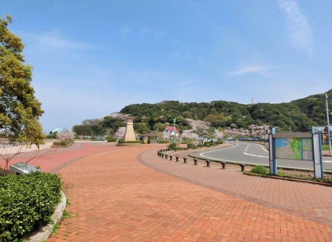 前は海、後ろは山・敦賀港を一望する「金ヶ崎緑地」