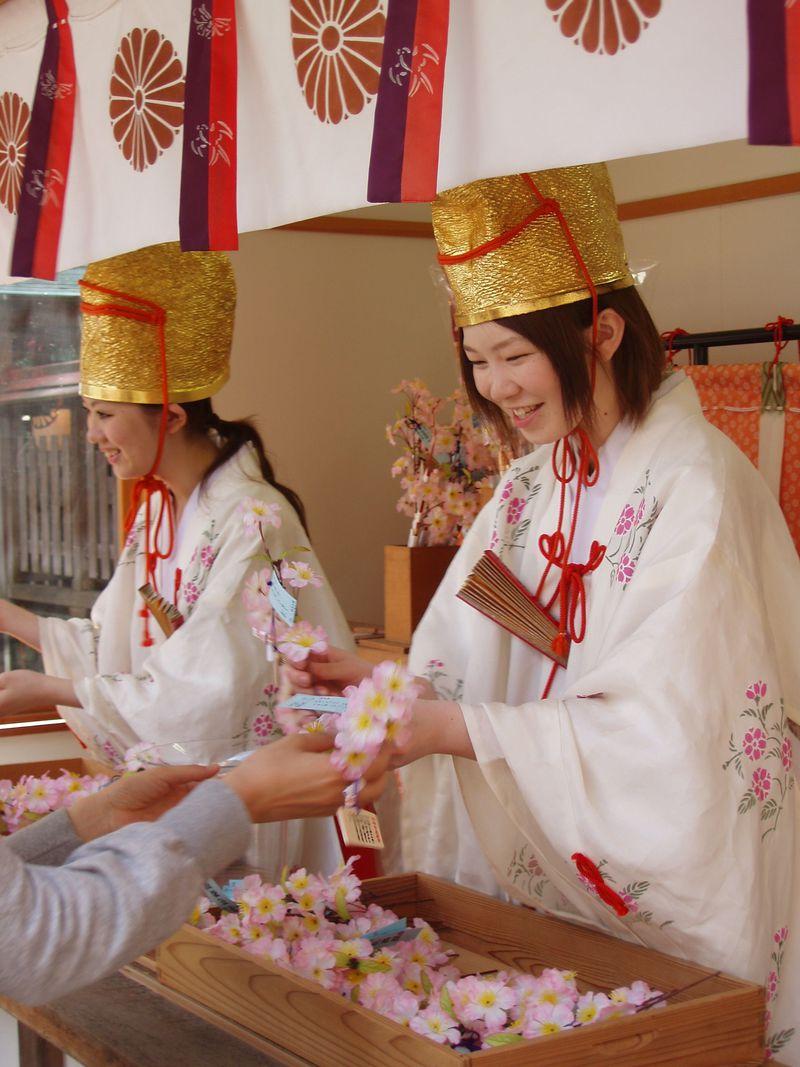 福井・敦賀「金崎宮」は縁結び・恋愛、難関突破のパワースポット!