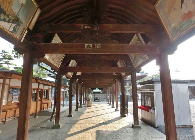 仁王門から御影堂への回廊