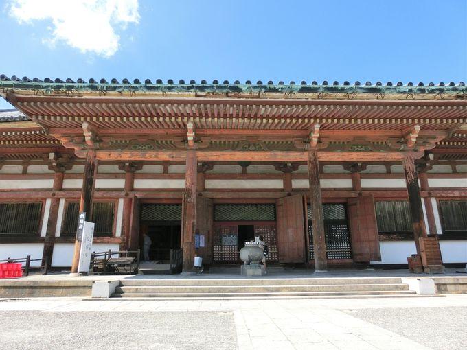 「食堂」と本尊の観音菩薩立像