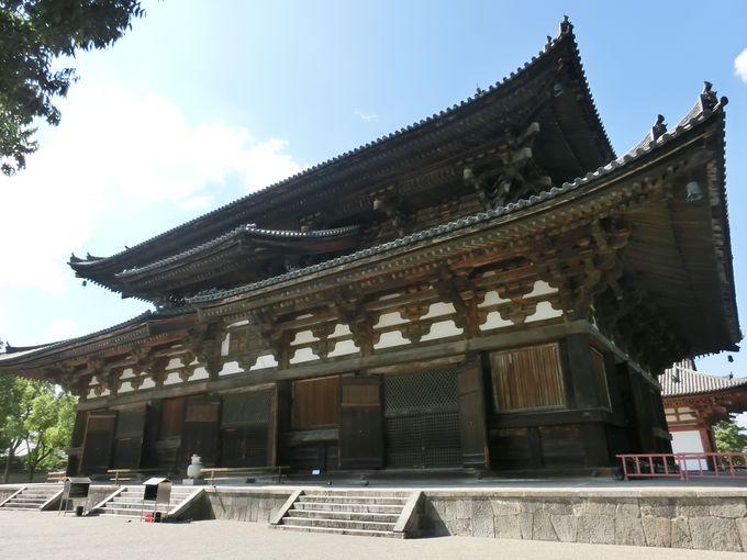 重要文化財の本尊・薬師如来坐像と国宝「金堂」