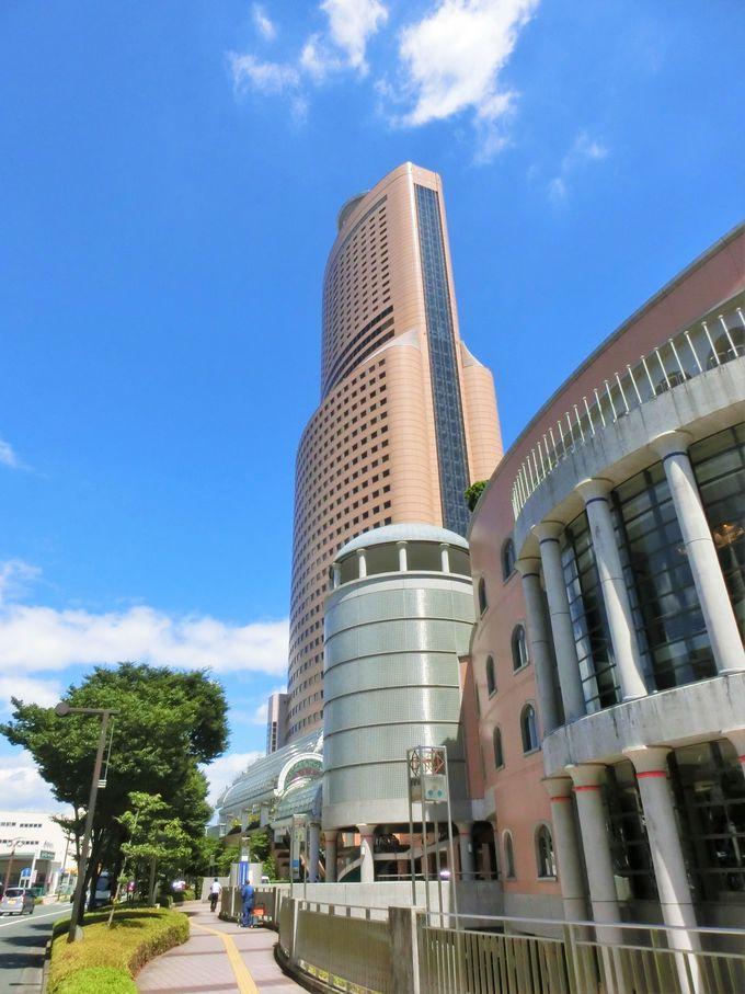 ハーモニカを模した「アクトタワー」と大中2つのホールを持つ「アクトシティ浜松」