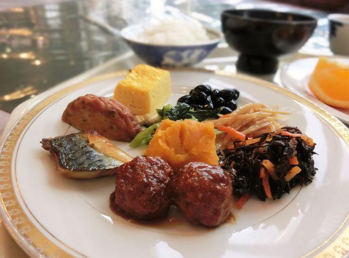 和食を中心としたバイキング形式の朝食