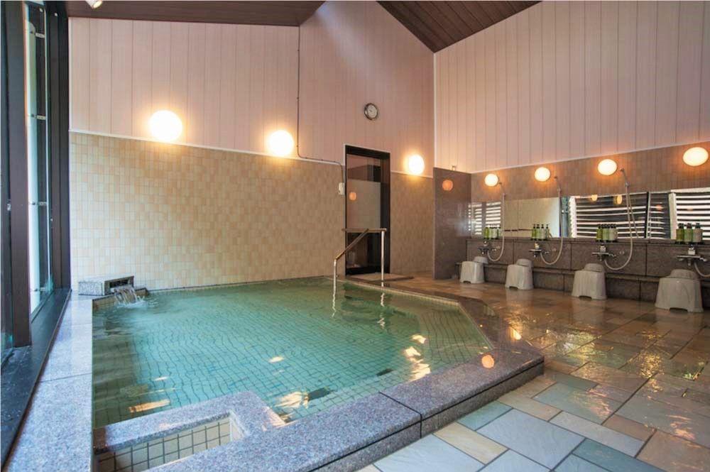 広々とした大浴場の「天然温泉うら湯」