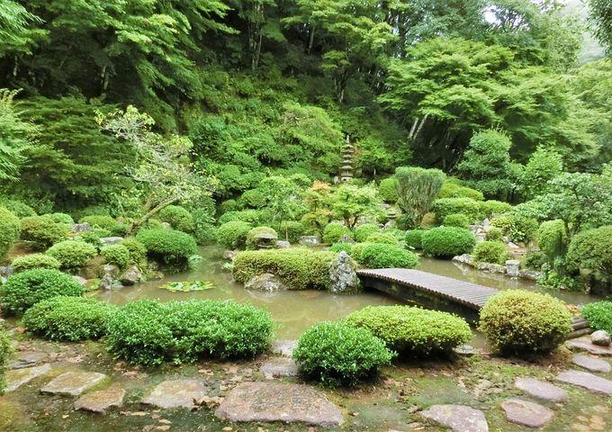 坂崎出羽守直盛の墓や池泉鑑賞式の本格的な庭園