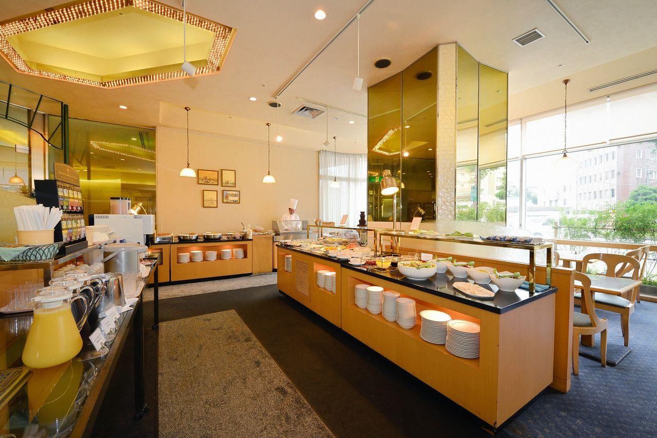 朝食会場は1階ビュッフェ・レストラン「ベルファサード」