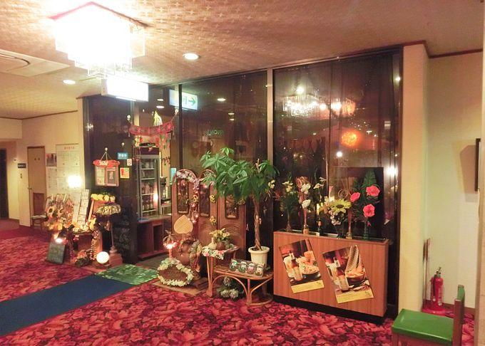 タイやアジアン・テイスト館内とシンプルな内装の客室