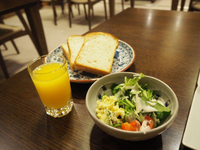 地元のお米やパンを味わえる朝食