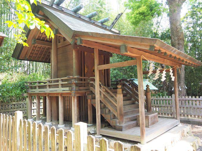 「初生衣神社」の本殿と伊勢神宮との関係