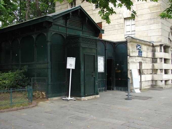 カタコンブはパリの中心部からほど近い場所に