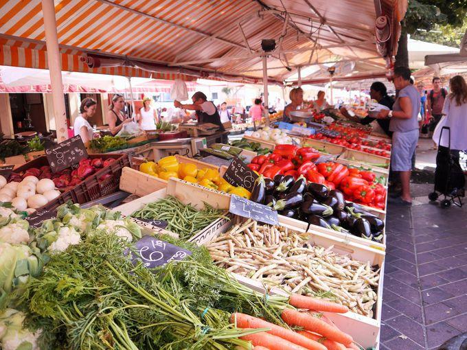 まずはサレヤ広場の市場をチェック