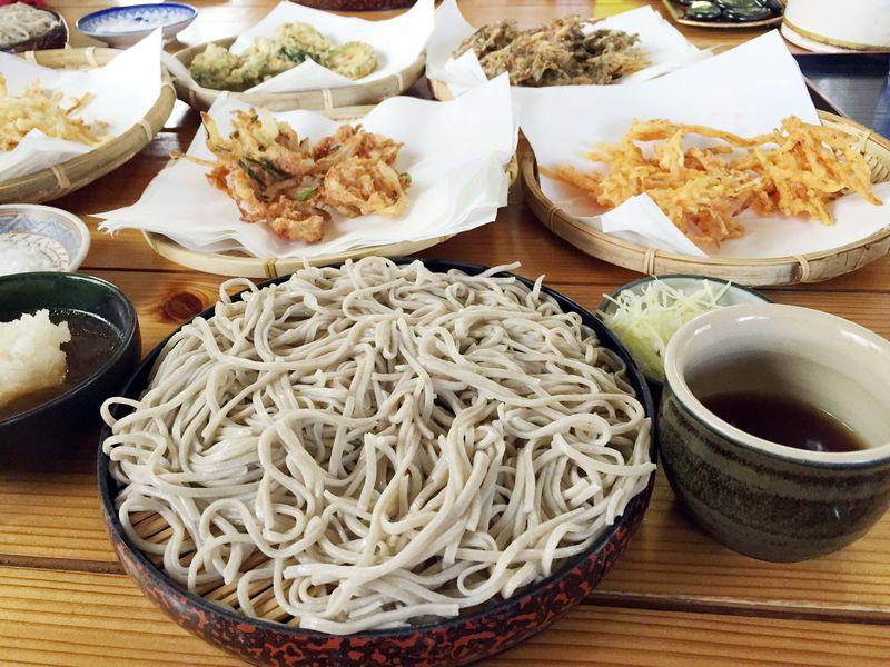 沖縄・やんばるで知る人ぞ知る沖縄産「十割そば」を味わう