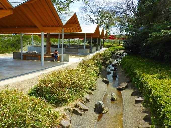 新美南吉記念館の優美な曲線は必見