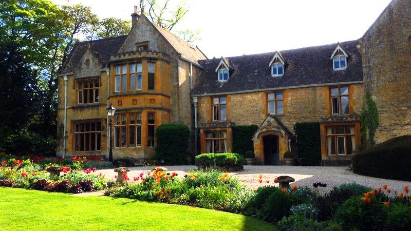 英国コッツウォルズ「ローズ・オブ・ザ・マナー」〜中世邸宅ホテルで最高のおもてなし〜