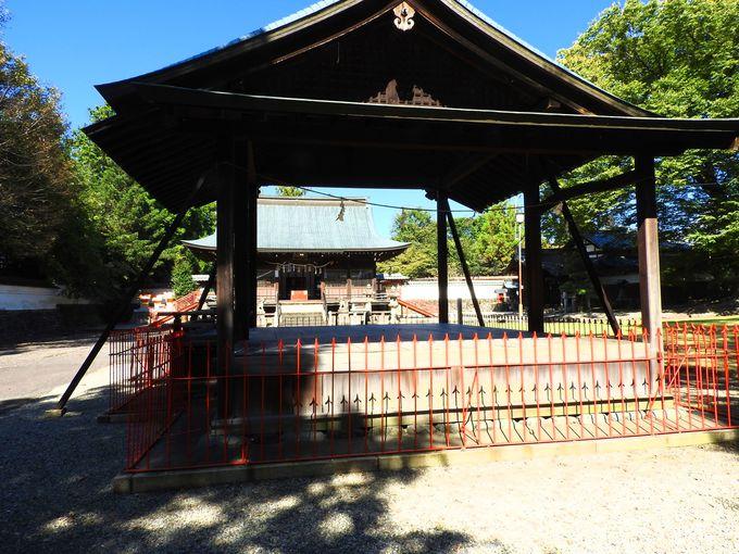 隣接の春日神社はかつての刀工たちが建立!