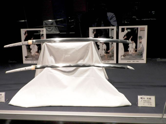 リフォームされた日本刀鍛錬所は快適そのもの、伝承館では日本刀の刃文を堪能