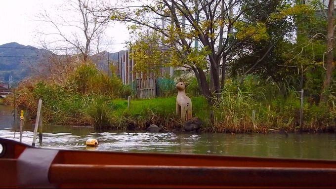 バードウオッチングに、カワセミ・コイ・シカ・亀などのオブジェがお出迎え