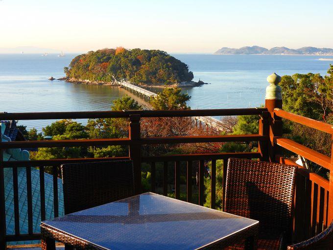 竹島を眺めるベランダデッキのモーニングコーヒー、庭園の散策