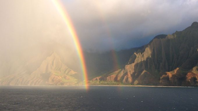 ナ・パリ・コーストに虹がかかる絶景を見よう