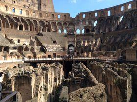 古代ローマ歴史散歩!コロッセオとフォロ・ロマーノの壮大な眺め