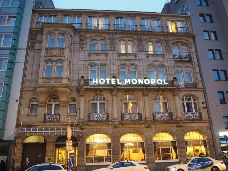 駅前、豪華朝食、フリードリンク付!フランクフルト「ホテルモノポール」
