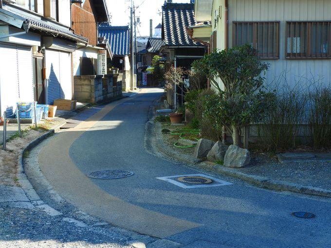 秋葉神社の赤レンガ由来と、心ひかれるゆるやかなカーブ