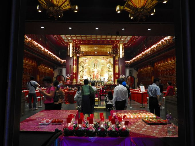 黄金色に輝く仏教寺院「佛牙寺」