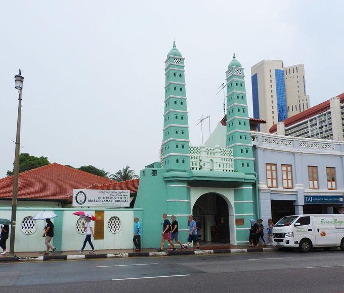 パステルカラーのイスラム寺院「ジャマエ・モスク」、その前に・・・