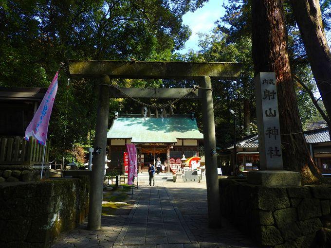 格式ある射山神社の佇まい