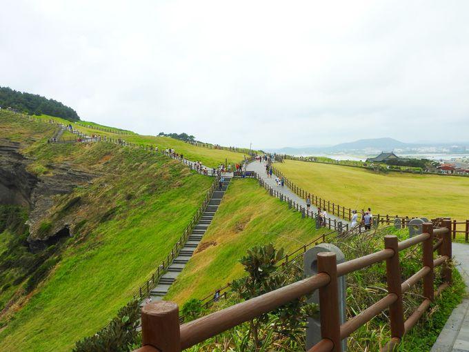 下りも絶景が続く「城山日出峰」