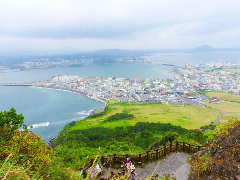 絶景と最高の涼風!韓国済州島の「城山日出峰」に登ろう