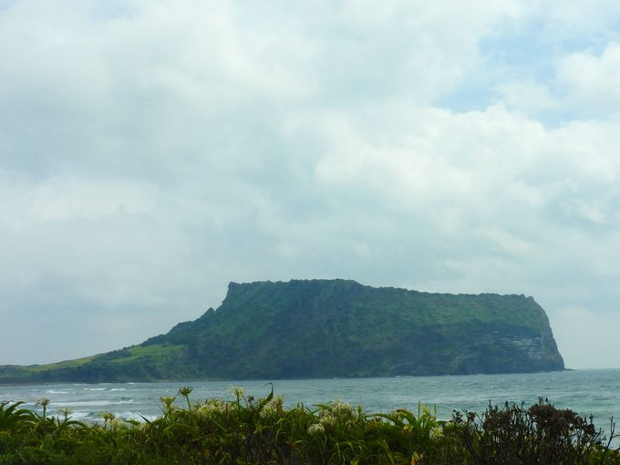 まずはサンセット・ポイントから「城山日出峰」を眺めよう!