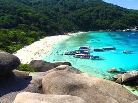 タイ・シミラン島は碧い海、白い砂、絶景の三拍子が揃う超人気スポット!