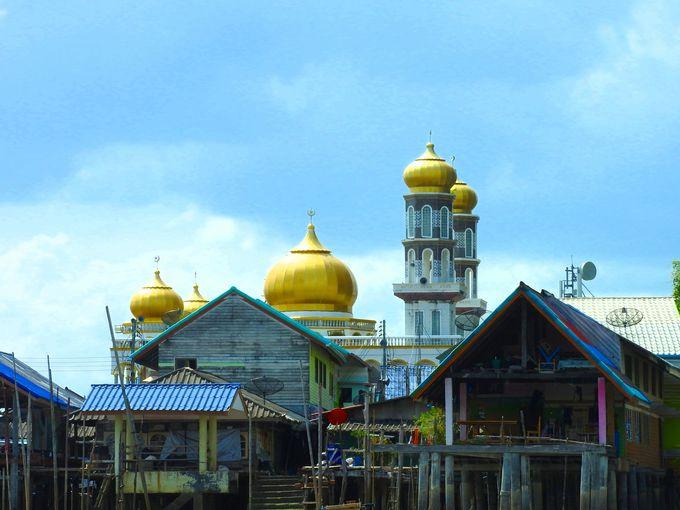 高くそびえるモスク